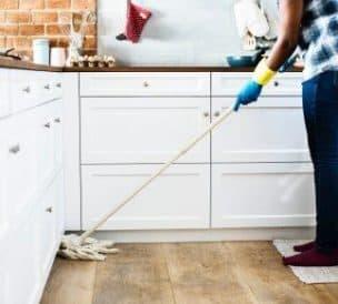 Personne qui fait le ménage