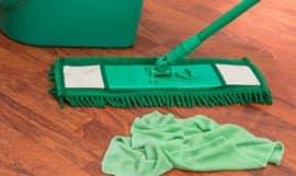 Microfibre pour nettoyer un parquet