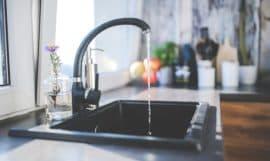 Robinet de cuisine qui coule - dureté de l'eau